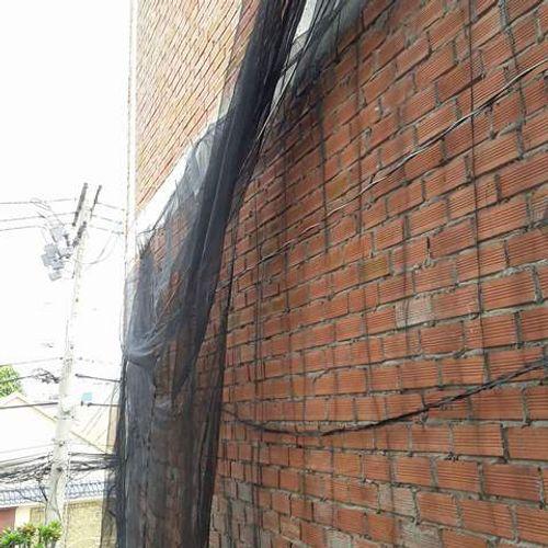Cần khảo sát nhà lân cận trước khi xây nhà để tránh rủi ro - Ảnh 1