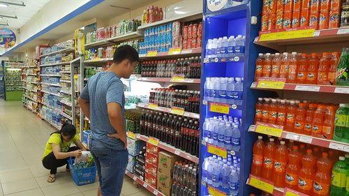 Thị trường nước giải khát thiên nhiên sôi động, người tiêu dùng 'sôi ruột' - Ảnh 1