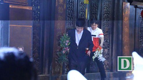 """Đại biểu ùa vào đền Trần """"xin lộc"""", lãnh đạo TP Nam Định nói gì? - Ảnh 1"""