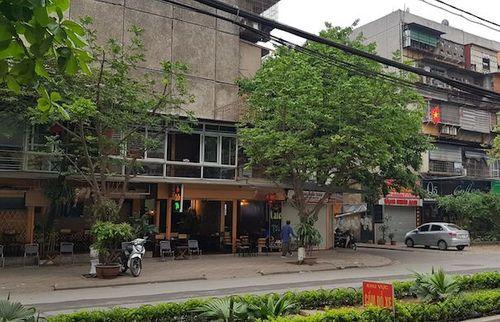 Hà Nội: Quán cà phê bị ném đá lúc nửa đêm, công an vào cuộc - Ảnh 1