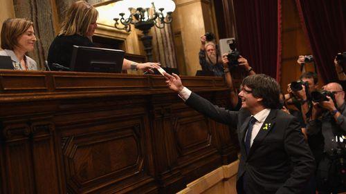 Tây Ban Nha khủng hoảng khi Catalan tuyên bố độc lập - Ảnh 1