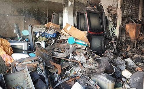 Video: Cháy cơ sở sửa chữa điện tử trong đêm - Ảnh 1