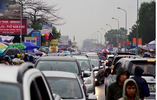 Video: Hàng nghìn người chen lấn, xô đẩy tại Phủ Dầy - Ảnh 20