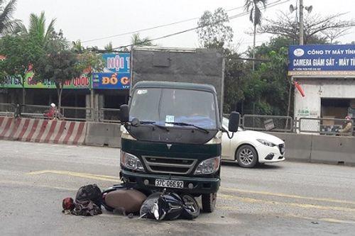 Nghệ An: Xe tải tông xe máy, 1 người bị thương nặng - Ảnh 1