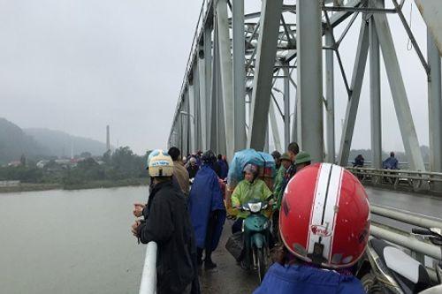Nghệ An: Tìm kiếm người phụ nữ nhảy sông tự vẫn - Ảnh 1
