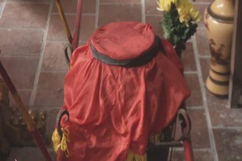 """Chùm ảnh: Náo nhiệt Lễ rước nước thiêng để """"tắm thánh"""" tại Đền Vua Mai  - Ảnh 15"""