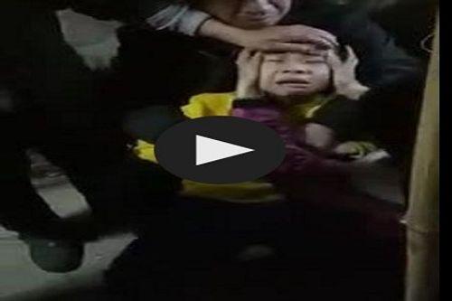 Video: Phát hoảng với tiếng kêu của bé trai bị chó dại cắn - Ảnh 1