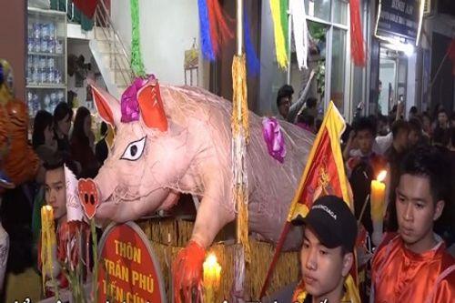 """Video: Trang điểm cho """"ông lợn"""" trong lễ hội ở Hà Nội - Ảnh 1"""