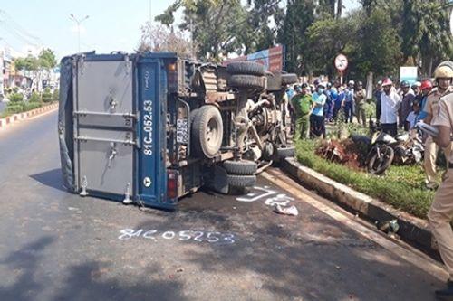 Gia Lai: Xe tải mất lái đâm xe máy, 4 người bị thương - Ảnh 1