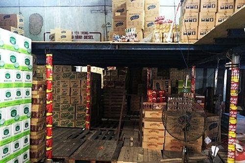 Bắt giữ lô hàng thực phẩm dinh dưỡng không đảm bảo vệ sinh - Ảnh 1