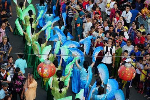 Chùm ảnh: Độc đáo Lễ hội Tết Nguyên tiêu của người Hoa ở TP. HCM - Ảnh 9