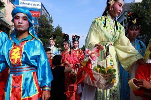 Chùm ảnh: Độc đáo Lễ hội Tết Nguyên tiêu của người Hoa ở TP. HCM - Ảnh 11