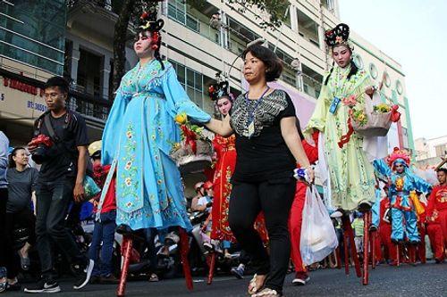 Chùm ảnh: Độc đáo Lễ hội Tết Nguyên tiêu của người Hoa ở TP. HCM - Ảnh 14