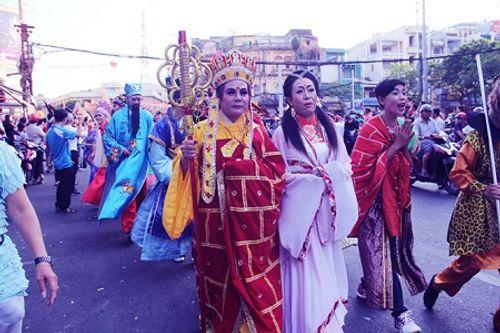 Chùm ảnh: Độc đáo Lễ hội Tết Nguyên tiêu của người Hoa ở TP. HCM - Ảnh 18