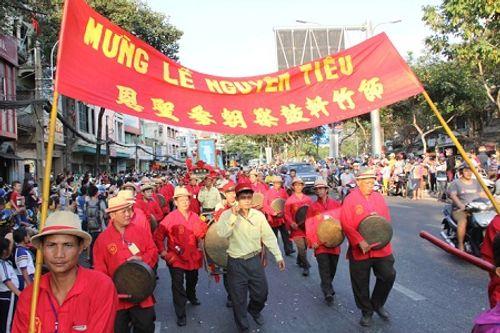 Chùm ảnh: Độc đáo Lễ hội Tết Nguyên tiêu của người Hoa ở TP. HCM - Ảnh 2