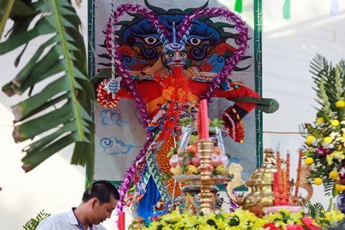 """Hàng nghìn người """"cướp"""" lộc trong Lễ hội Làm Chay ở Long An - Ảnh 1"""