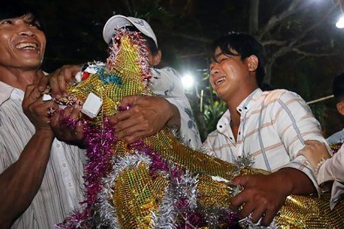 """Hàng nghìn người """"cướp"""" lộc trong Lễ hội Làm Chay ở Long An - Ảnh 4"""