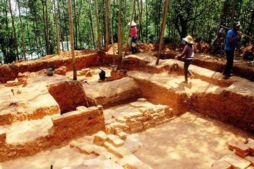 Khai quật phế tích tháp Chà Rây gần 1.000 năm tuổi ở Bình Định - Ảnh 1