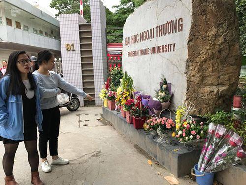 """Ngày 20/11: Hoa bó tiền triệu, hoa lẻ giá """"cao vút"""" lên 50 nghìn đồng/bông - Ảnh 3"""