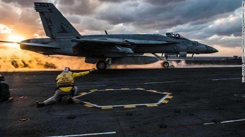 Bất chấp lời đe dọa từ Triều Tiên, 3 siêu tàu sân bay Mỹ phô diễn sức mạnh  - Ảnh 5