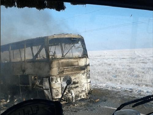 Xe buýt cháy rụi ở Kazakhstan, 52 người thiệt mạng - Ảnh 1