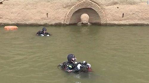 Tượng Phật nổi trên mặt nước, nhắc nhở quá khứ bị lãng quên - Ảnh 2