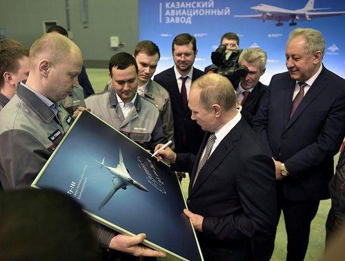 Ông Putin khen máy bay ném bom mới giúp tăng năng lực hạt nhân của Nga - Ảnh 1