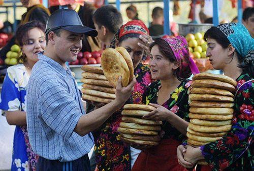 Phong tục kì lạ tại Uzbekistan: Đàn ông không được phép bắt tay phụ nữ  - Ảnh 2