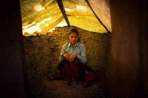 Hủ tục buộc phụ nữ ngủ lều trong 'ngày ấy' lại hoành hành tại Nepal - Ảnh 1