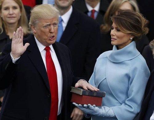 """Những """"thâm cung bí sử"""" được tiết lộ trong cuốn sách mới về ông Trump - Ảnh 1"""