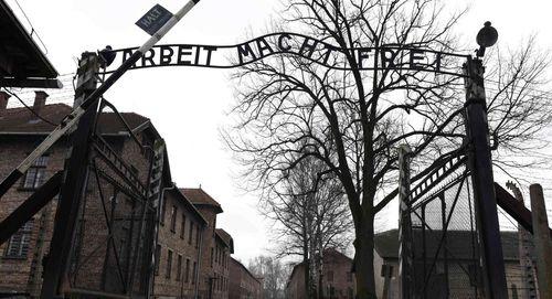 Người đàn ông Đức lĩnh án 18 tháng tù vì post hình cùng chú thích phỉ báng lên Facebook - Ảnh 1