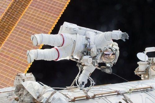 Nga sắp mở tour du lịch không gian đầu tiên giá 100 triệu USD - Ảnh 1