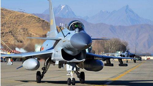 Tiếp tục căng thẳng với Ấn Độ, Trung Quốc tăng cường phòng thủ ở phía Tây - Ảnh 1