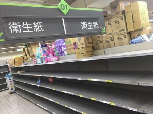 Người dân kéo nhau đi mua giấy vệ sinh tại Đài Loan - Ảnh 1