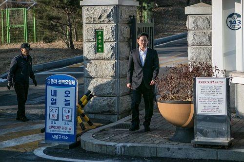 """""""Thái tử"""" của Samsung bất ngờ được trả tự do tại phiên toà phúc thẩm - Ảnh 1"""