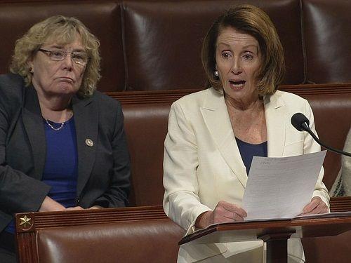 Mỹ: Nghị sĩ 77 tuổi đi giày cao gót, phát biểu liên tục hơn 8 tiếng  - Ảnh 1