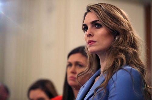 Nữ phụ tá xinh đẹp của Tổng thống Trump từ chức  - Ảnh 1