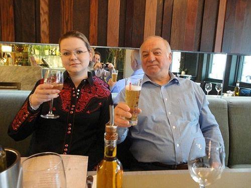 Vụ cựu điệp viên Nga bị đầu độc: Người dân Anh đòi tẩy chay World Cup - Ảnh 1