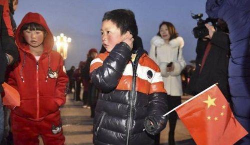 Cậu bé 'tóc đóng băng' ở Trung Quốc bị buộc thôi học ở trường mới sau 1 tuần - Ảnh 2