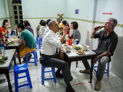 Đầu bếp cùng ăn bún chả với ông Obama tại Hà Nội đăng bức ảnh bộ bán ghế lồng khung kính - Ảnh 1