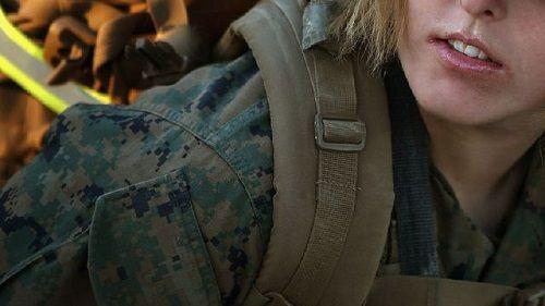 267 nữ quân nhân Mỹ bị phát tán ảnh nóng - Ảnh 1