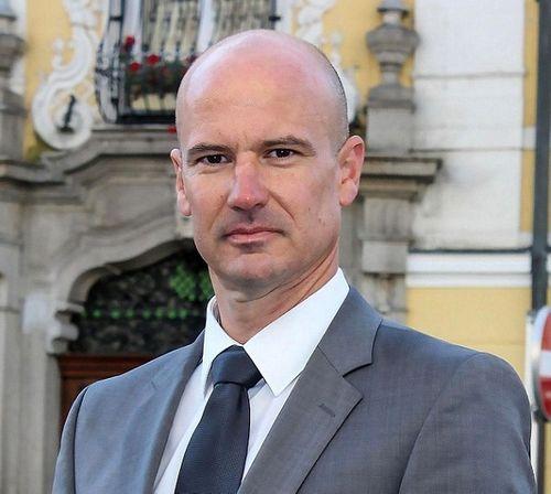 Nam luật sư Áo khởi kiện sau khi trượt bầu cử do giới tính nam - Ảnh 1