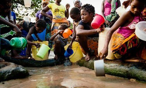 Hơn 800 triệu người dân trên thế giới mất 30 phút để kiếm nước sạch - Ảnh 1