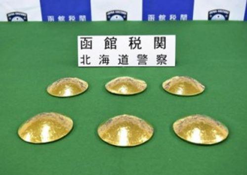 3 phụ nữ Đài Loan bị bắt giữ vì giấu vàng lậu trong áo ngực - Ảnh 1