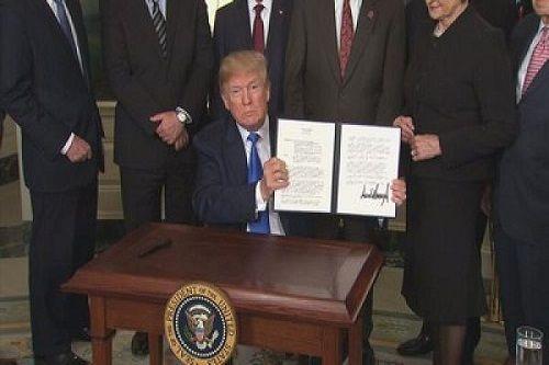 Mỹ áp thuế 60 tỷ USD với hàng Trung Quốc: Chỉ là bước đi đầu tiên của ông Trump? - Ảnh 1