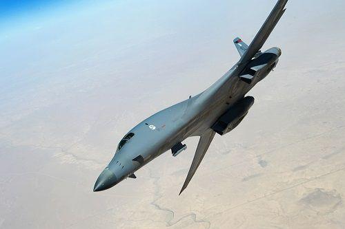 Mỹ dùng máy bay ném bom B1 để tấn công Syria - Ảnh 1