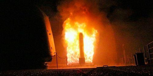 Mỹ công bố video phóng tên lửa hành trình Tomahawk vào Syria  - Ảnh 1