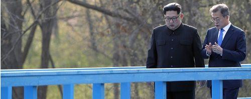 Người Hàn Quốc bất ngờ với ngôn ngữ ông Kim Jong-un dùng trong hội nghị liên Triều - Ảnh 1