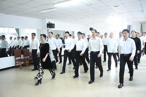 Trung Quốc: Khóa học catwalk dành cho người già - Ảnh 1