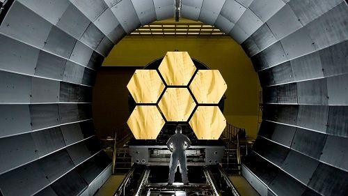 Bên trong kính viễn vọng không gian bằng vàng của NASA - Ảnh 1